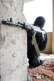 争取武装的战士目标 免版税库存图片