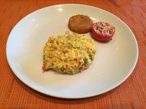 争夺鸡蛋是伟大的早餐 免版税图库摄影