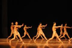 争斗列阵黑天使现代舞蹈舞蹈动作设计者亨利Yu 库存图片