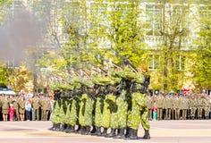 40争斗已经来然而荣誉称号比那里更放置内存纪念碑在通过的爱国人位置可能的战士对未知的退伍军人胜利战争几年的日永恒法西斯主义花荣耀了不起的英雄 图库摄影