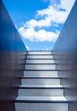 事业可能导致表示天空楼梯成功的去的天堂旅途 免版税库存图片