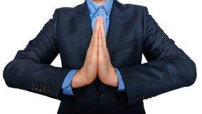 事务和办公室,人概念-祈祷的年轻buisnessman 免版税库存图片