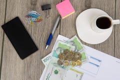 事务和预算计划与哥伦比亚的金钱 库存照片