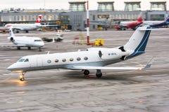 事务喷射飞机 机场普尔科沃,俄罗斯圣彼德堡2017年11月22日 图库摄影