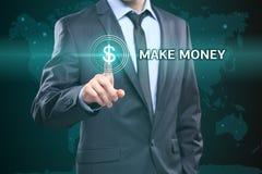 事务,技术,互联网概念-商人按在虚屏做金钱按钮 免版税库存图片