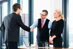 事务-工作面试和聘用 免版税库存照片