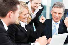 事务-成功的会议在办公室 库存图片