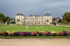 从事园艺卢森堡巴黎 免版税库存照片