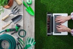 从事园艺和技术 免版税库存图片