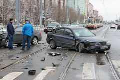 事故两汽车交叉点 免版税库存照片