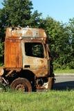 事故卡车的被烧的小室 免版税库存照片