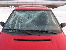 事故被打碎的汽车前窗 库存图片