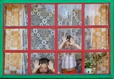 二个不幸的孩子 免版税库存图片