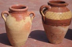 二个古老黏土水罐 免版税库存照片