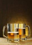 二个啤酒杯 库存图片