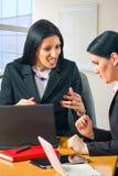 二个女商人纵向  库存图片