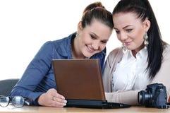 二个女孩摄影师 免版税库存照片