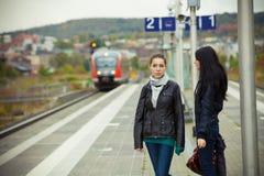 二个女孩 免版税库存图片