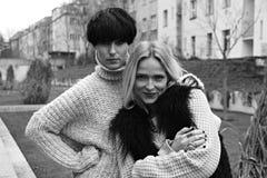 二个妇女年轻人 库存照片