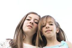 二个姐妹纵向 免版税库存图片