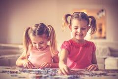二个小女孩使用 免版税图库摄影