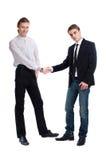 二个时兴的年轻人互相招呼 免版税库存图片