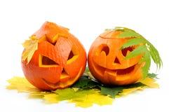 二个橙色万圣节南瓜杰克O灯笼 免版税库存图片