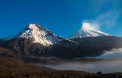 二个火山 免版税库存照片