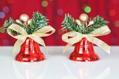 二个红色圣诞节铃声。 免版税图库摄影