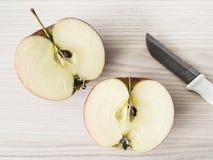 二个苹果一半 免版税库存图片