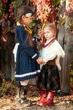 二个逗人喜爱的女孩,姐妹,身分,藏品现有量 库存照片