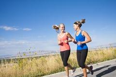 二位美丽的母慢跑者 图库摄影