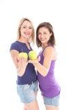 二名妇女用苹果 免版税库存图片