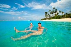 二名妇女获得乐趣在海洋 免版税库存图片