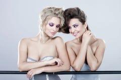 二名新愉快的妇女。 免版税图库摄影