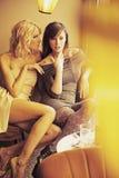 二名美丽的妇女 免版税库存照片