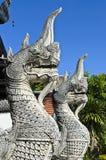 二国王在Jetiyaluang寺庙(纵向)的Nagas 免版税库存图片