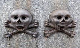 二块头骨 库存图片