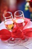 二块玻璃用酒。 婚礼 库存图片