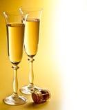 二块香槟玻璃。 免版税库存照片