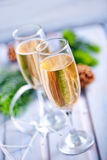 二块香槟玻璃 免版税库存图片
