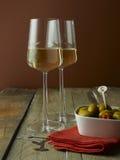 二块玻璃白葡萄酒 库存图片