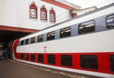二层的惯座车辆纵列铁路 库存图片