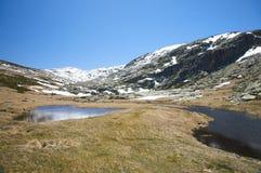 二座湖和雪山 库存照片