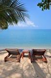 二张海滩睡椅 库存图片
