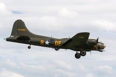 二战时代波音B-17飞行堡垒轰炸机`萨莉B ` G-BEDF 图库摄影