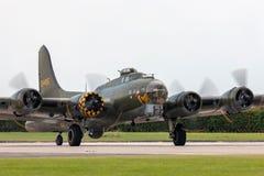 二战时代波音B-17飞行堡垒轰炸机`萨莉B ` G-BEDF 库存照片