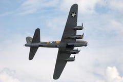 二战时代波音B-17飞行堡垒轰炸机`萨莉B ` G-BEDF 免版税库存照片