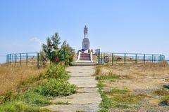二战的纪念碑下落的战士 库存图片