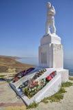 二战的纪念碑下落的战士 免版税库存图片